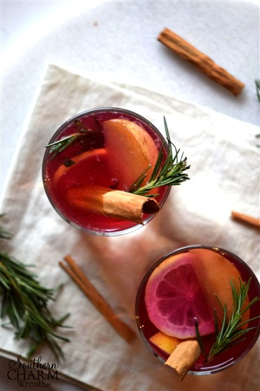 You will not believe the smell in your home from making this yummy autumn mocktail by www.southerncharmwreaths.com/blog