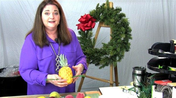 How to Make a Williamsburg Christmas Wreath like a designer by Southern Charm Wreaths
