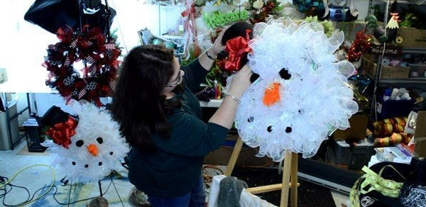 How to make a Deco Mesh Snowman Wreath