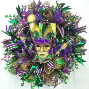 How to make a Deco Mesh Mardi Gras Wreath by Southern Charm Wreaths