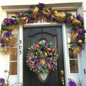 How to make a Deco Mesh Mardi Gras Garland by Southern Charm Wreaths